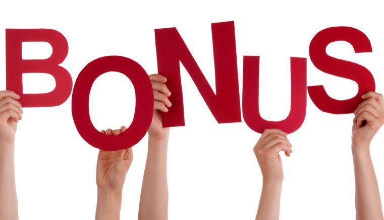 písmena BONUS držená ve zdvižených rukou